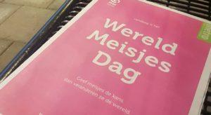 kranten kleuren roze op Wereldmeisjesdag